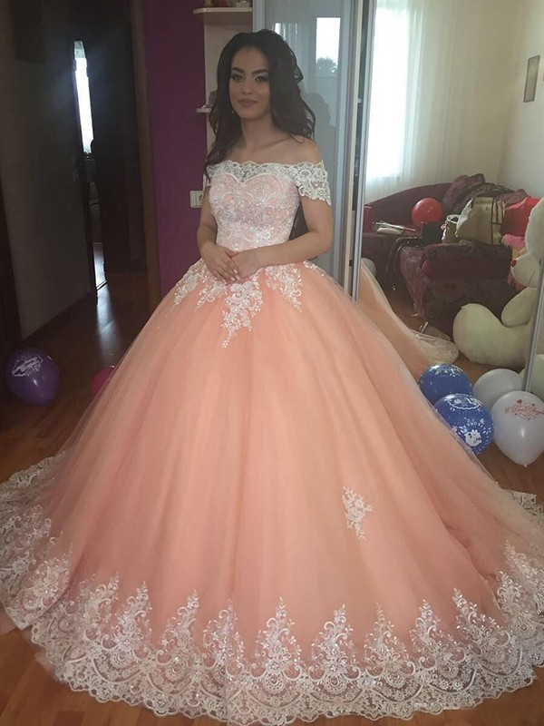 Ball Gown Off-the-Shoulder Tulle Sleeveless Court Train Dresses