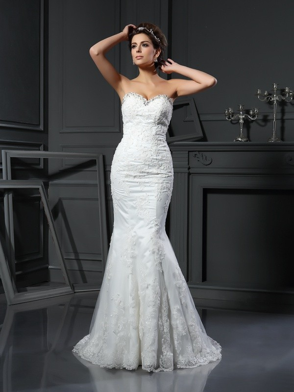 Sheath/Column Sweetheart Net Sleeveless Court Train Wedding Dresses