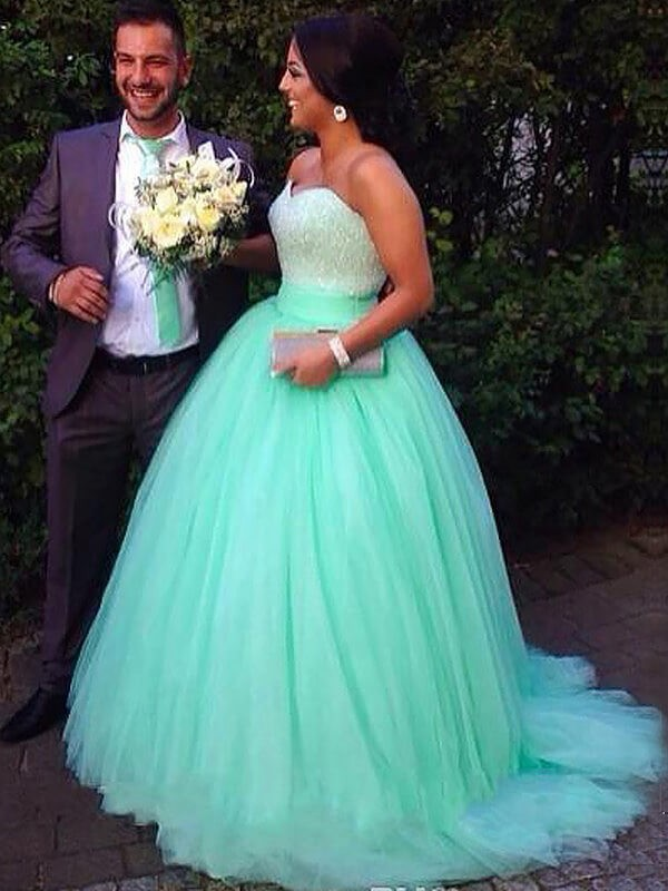 Ball Gown Sweetheart Tulle Sleeveless Sweep/Brush Train Plus Size Dresses