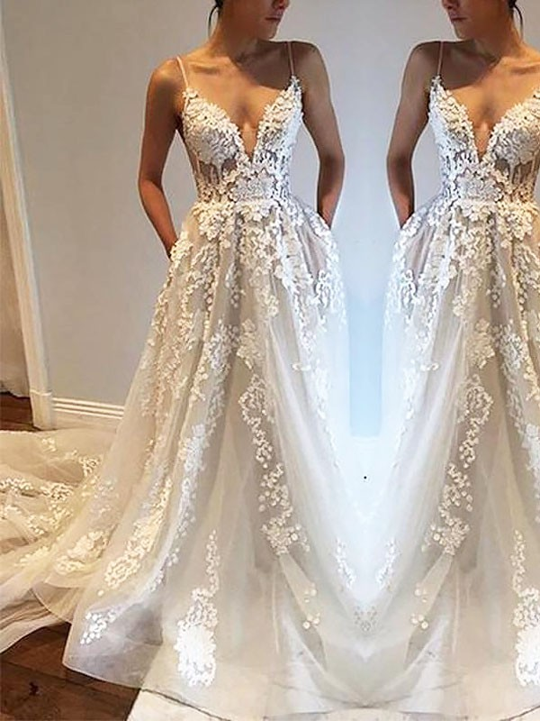 A-Line/Princess Spaghetti Straps Tulle Sleeveless Court Train Wedding Dresses